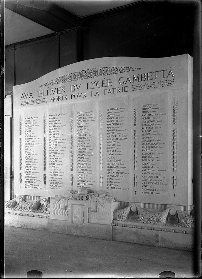 Cahors, le monument de l'ancien lycée Gambetta (aujourd'hui collège), photographie des années 20 (archives de la société des études du Lot)