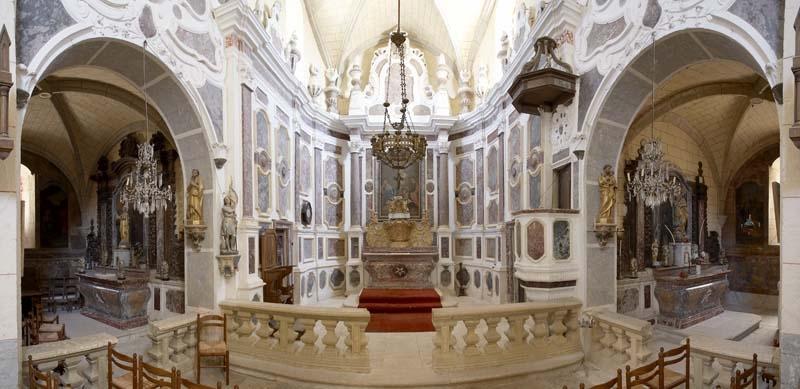 Cambayrac, Lot, l'église et son décor en marbre