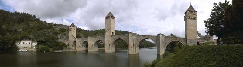 Cahors, Lot, le pont Valentré et l'ancienne station de pompage