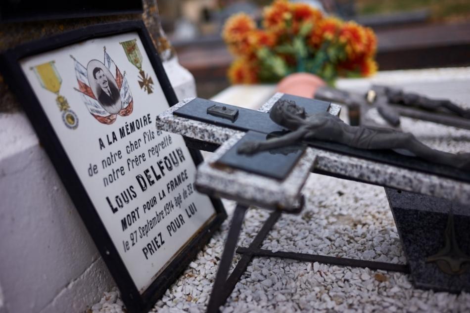 Incorporé le 12 août 1914 au 7°RI, il meurt de ses blessures le 27 septembre à Saint Jean sur Tourbes.