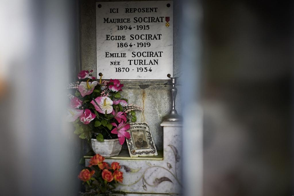Etudiant en sciences, Maurice bénéficie d'un sursis en 14, suite à la déclaration de guerre il est incorporé comme 2° classe en septembre 14, il monte rapidement en grade, il est adjudant quand il est mortellement blessé à Arras le 17 juin 1915.