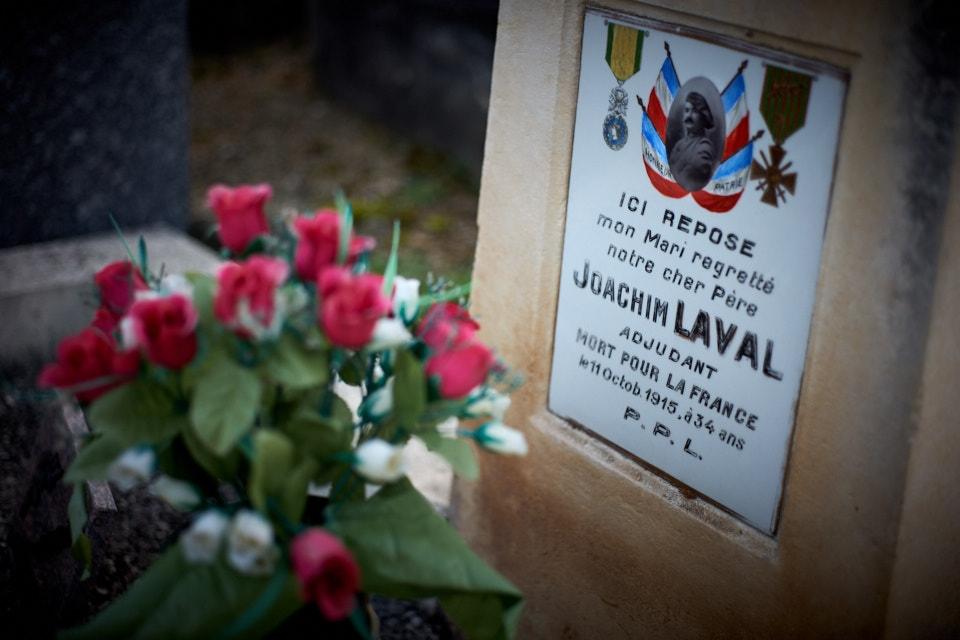 Mobilisé le 12 août 1914, nommé adjudant le 2 octobre 1915, son décès se situe entre le 8 et le 12 octobre devant Souchez dans le Pas de Calais (selon sa fiche matricule).