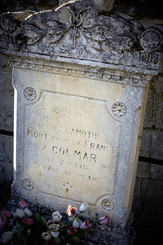 """Citation : """"Jeune soldat dévoué et courageux. Le 19 octobre 17, étant soumis à un bombardement toxique a continué à servir sa pièce jusqu'au moment où il est tombé évanoui."""" Il meurt d'une congestion pulmonaire."""