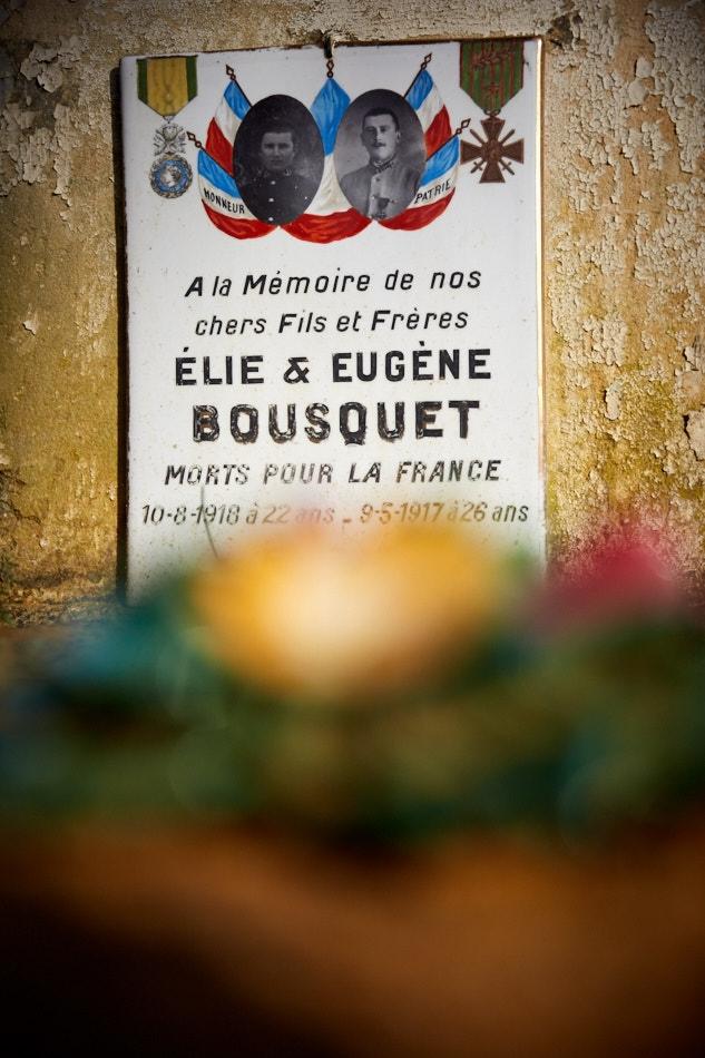 Elie, ajourné pour faiblesse en 16, part au front en avril 18, il est tué début août ; Eugène est caporal depuis 1914, il meurt des suites de ses blessures à Craonne en 17.