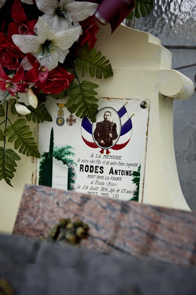 """Au front le 12 août 1914, disparu, """"décédé antérieurement au 29 avril 1915, inhumé par les soins des autorités Allemandes. Sépulture inconnue"""""""