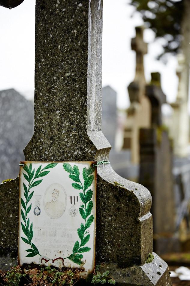 Mobilisé en août 1914, blessé au thorax le 25 juillet 1916 dans la Meuse, il décède de ses blessures à l'ambulance le 26 juillet.