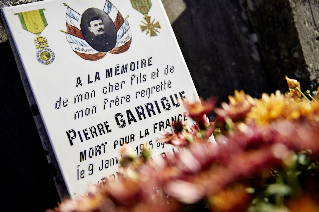 Ce cultivateur est appelé début août 14 au 207°. Grièvement blessé à son poste de combat il meurt des suites de ses blessures et d'une maladie contractée aux armées..