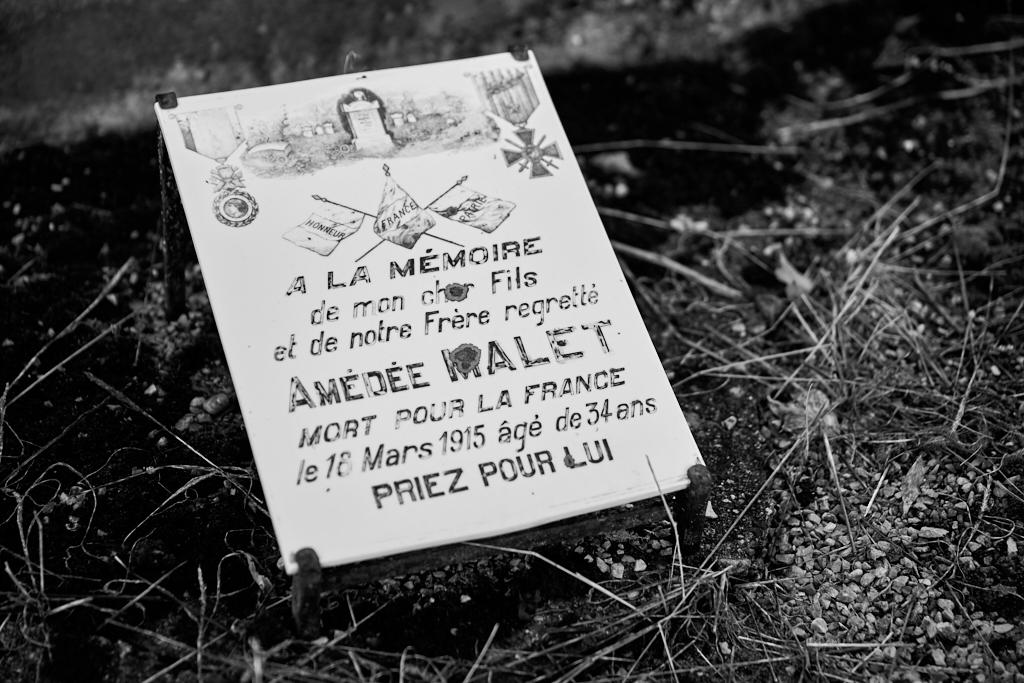 Ajourné pour faiblesse en 1905 et 1906, mobilisé pour les services auxiliaires en novembre 1914, réformé en mars 1915 pour bronchite, décédé le 18 mars 1915 d'une pleurésie purulente.