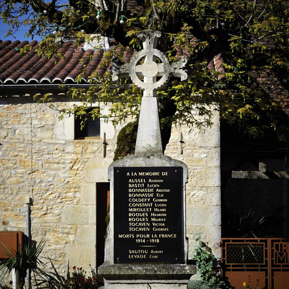 Soucirac, croix de mission (1886), transformée en monument aux morts