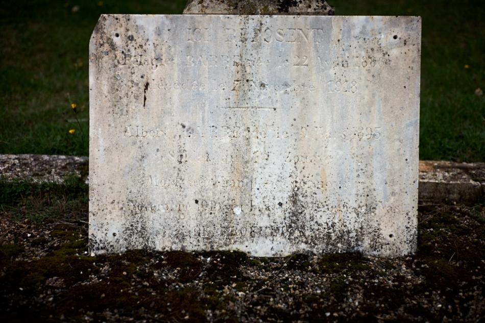 Cuzance, Albert Barre est cultivateur en août 14 il effectue son service au 1er Zouave à l'étranger. Le régiment rentre en France le 14, le 24 septembre il est blessé. Il retourne au front le 12 décembre et est évacué le 17 après une autre blessure. Détaché en usine en 15, puis au 9° zouave en septembre 16 il est tué le 24 juin 17.