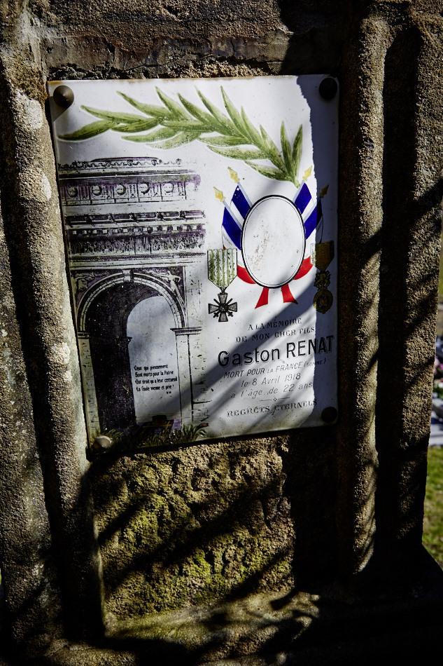 Saint-Perdoux, Renat était mineur, il est incoporé en 1915 à 19 ans dans le génie, il meurt en avril 1918, dans la Somme, d'une grave blessure par éclat d'obus