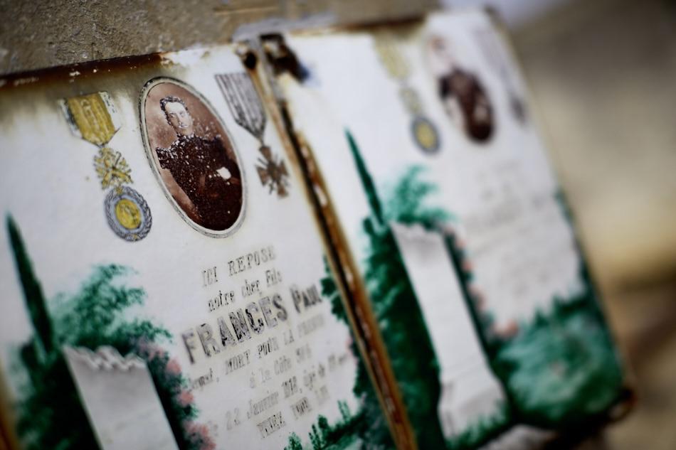 Payrac, les frères Francès : Robert, caporal, est tué en 1914 dans les Vosges et Paul, sergent, en 1918 à Verdun.