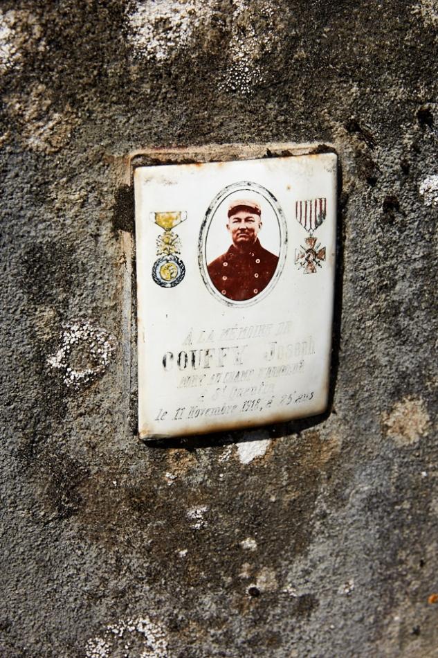 Floirac, Joseph Couffy, après un long parcours de réforme en 14, de mobilisation en 15, de maladie, de blessure, ce domestique agricole meurt d'une pneumonie le 9 novembre 18.