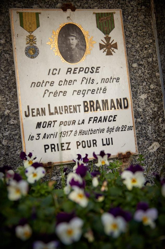 Sainte Croix, mobilisé dès le mois de septembre, il est tué après plus de 3 ans de campagne