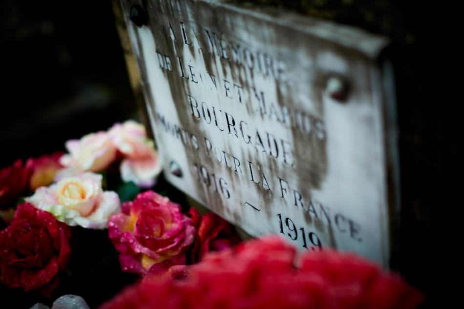 Assier, Léon l'aîné est mobilisé fin 14, en avril 15 il est au front, il est blessé en juin et nommé caporal en octobre 15. Il meurt de ses blessures par éclat d'obus en mai 16 à Avocourt. Marius le cadet est incorporé en janvier 16, il est au front en février 17, évacué blessé par éclat d'obus en août 17, il est versé dans l'artillerie en juin 18, évacué malade en octobre, il meurt en janvier 1919 à Héronville.