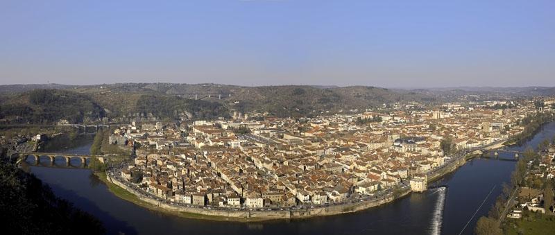 Cahors, Lot, une ville dans un méandre de la rivière