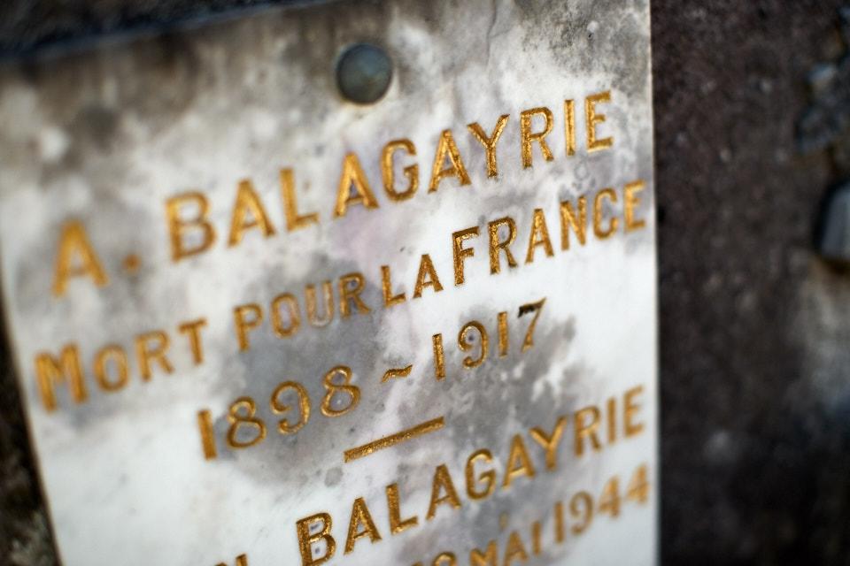 Etudiant, engagé volontaire en avril 17 comme 2° canonnier, il décède d'une congestion pulmonaire en mai 17.