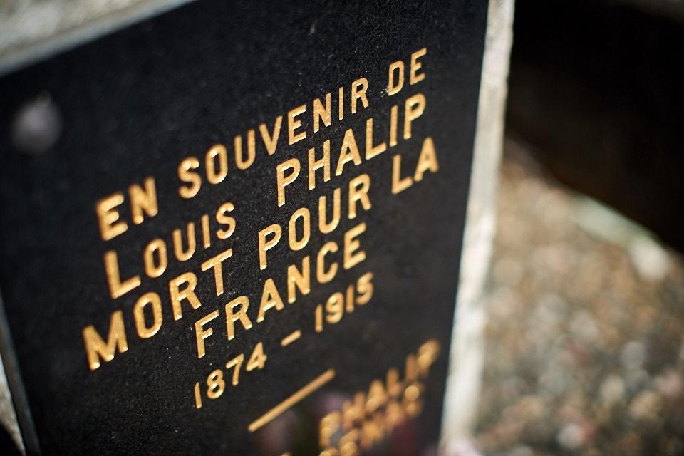 Saint Cyrien, militaire de carrière, 2 citations, capitaine tué en entrant dans un tranchée allemande lors d'un assaut.