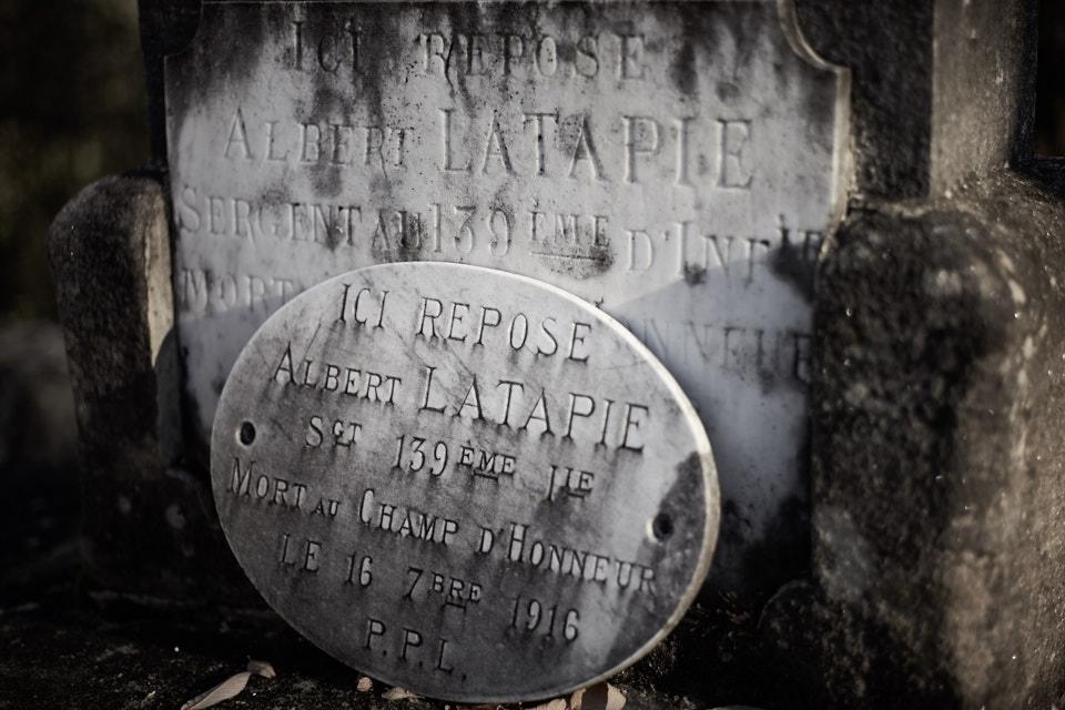 Il effectue son service au 139°RI depuis octobre 1913, caporal le 8 août 15, sergent le 21 mars 16, tué dans la Somme le 16 septembre 1916.