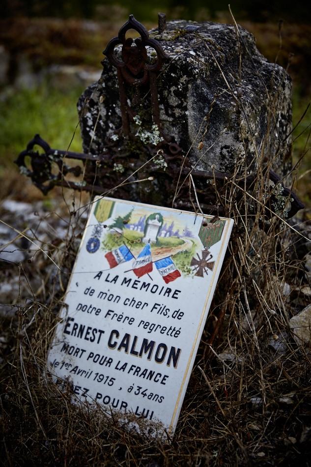 Calmon est meunier, il part le 12 août 1914 et tombe à Lacroix sur Meuse, il est enterré à la Nécropole Nationale de cette commune, tombe 873