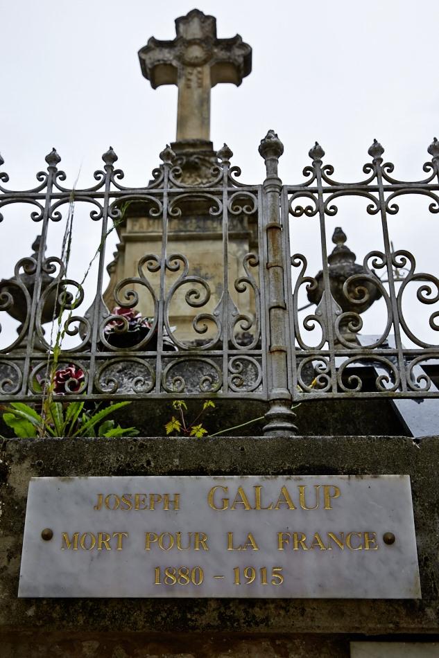 Joseph Polycarpe est chapelier dans le civil, lieutenant au 7° RI, tué à l'ennemi le 12 février 1915.